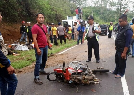 BREAKING NEWS: Bus accident kills at least 25 in West Java
