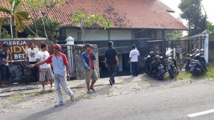 Man attacks churchgoers at St Lidwina church in Yogyakarta