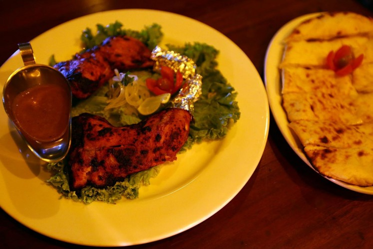 Chicken Tandoori and Cheese Naan at De Hooi.