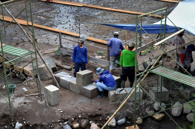 Workers at the Kedulan site prepare to build a reinforced foundation to support the temple structure.