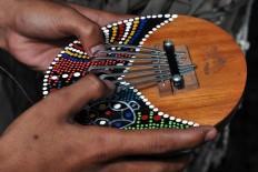 The Kaliba, a musical instrument from Bali, accompanies the Tek Tek Dung dance. JP/Magnus Hendratmo