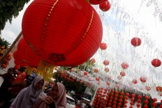 Wefie: Two Muslim girls take a picture of themselves against the backdrop of Chinese lanterns. JP/ Maksum Nur Fauzan