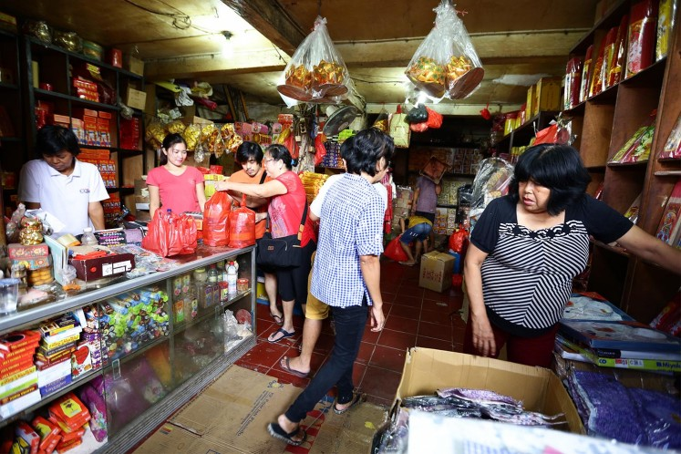 Several shops sell prayer items, such as prayer incense sticks, for those going to the temple.