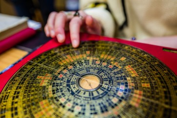 Feng shui masters predict claws out in Year of Dog