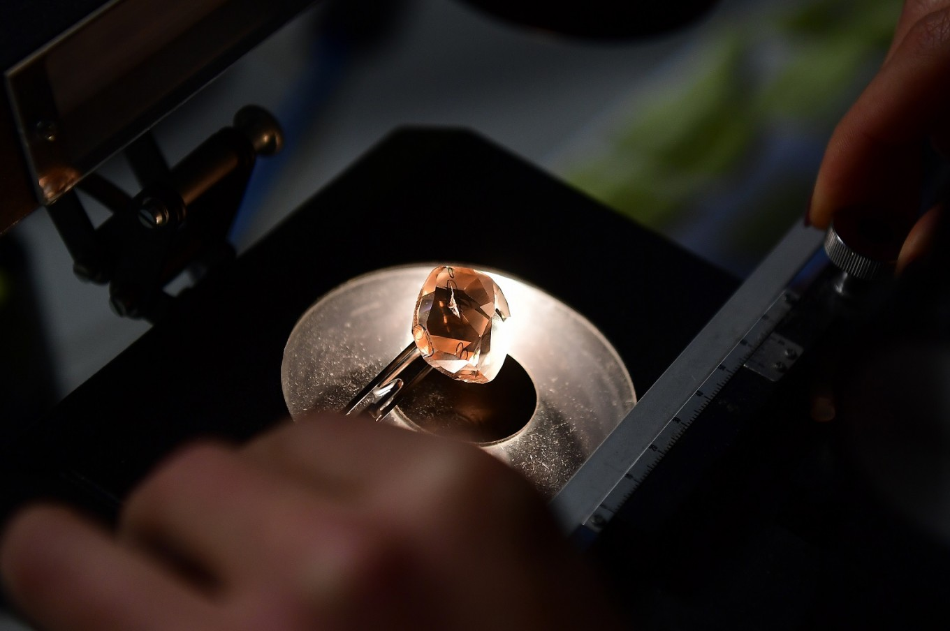 After 130 years, De Beers will sell synthetic diamonds