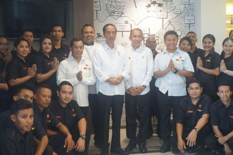 Jokowi poses for a photo alongside Amaris Hotel Ambon staff.