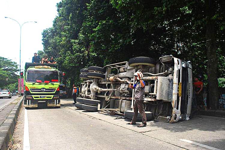Two killed after mixer truck hits public minivan