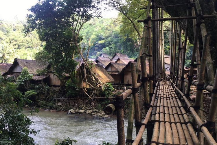 Operation to destroy modern items conducted in Baduy village