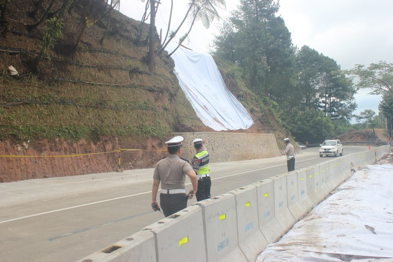 Puncak route reopened following initial roadwork