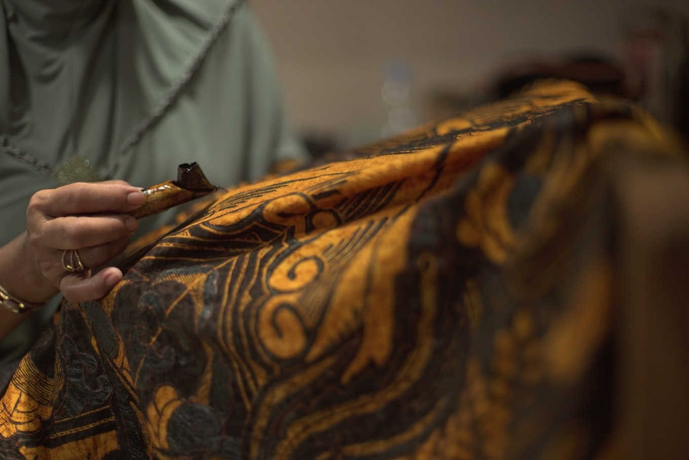 Differences between printed batik and authentic batik 'tulis'