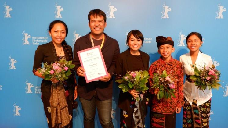 The producer, director, cast and crew of 'Sekala Niskala' at the Berlin International Film Festival 2018.