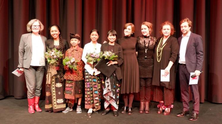 Filmmaker, cast and crew of 'Sekala Niskala' with the jury of the Berlin International Film Festival.
