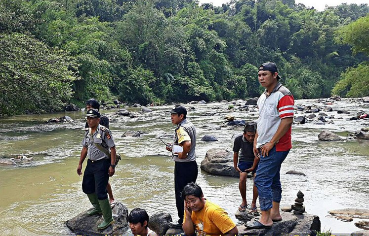 Two Bogor university students drown in river - City - The