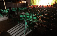 Actors still perform despite empty seats. JP/Aditya Sagita