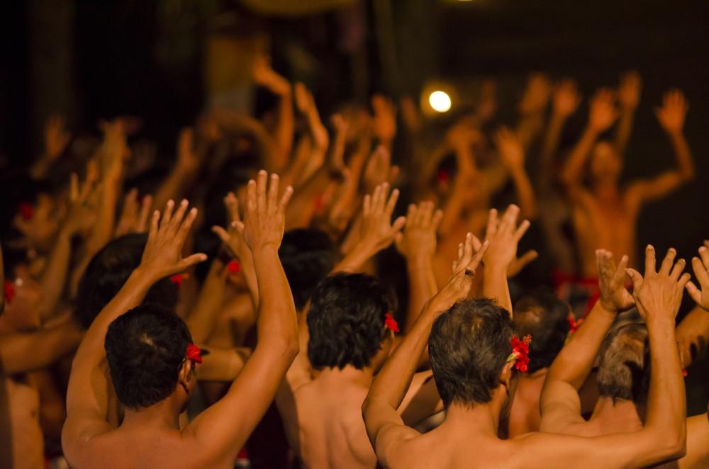 'Kecak' performance featuring 5,555 dancers in Bali breaks MURI record
