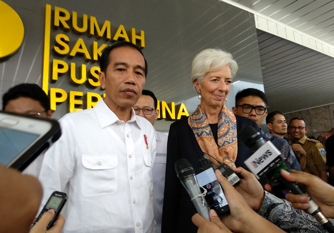Jokowi takes IMF boss to hospital, market