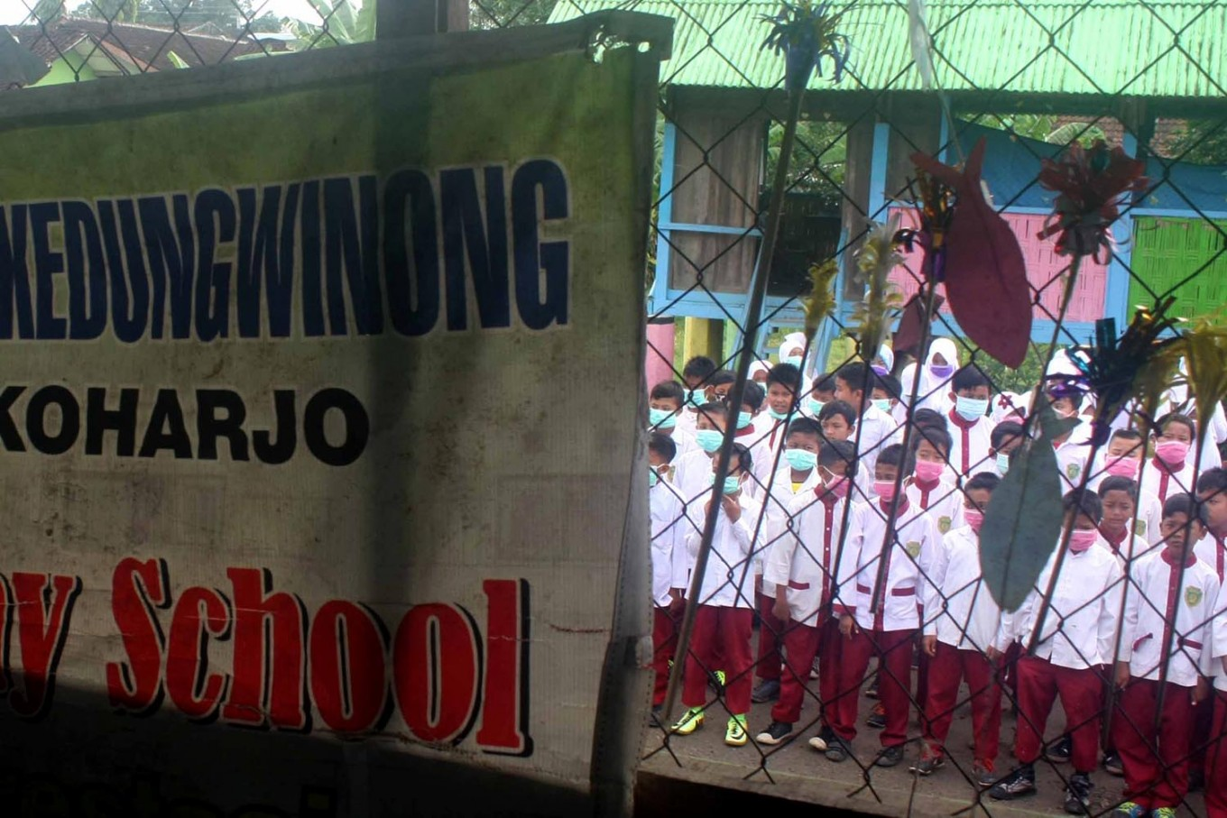 Students gather in the schoolyard to join in the flag hoisting ceremony. JP/Maksum Nur Fauzan