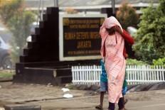 Sticking together: A Somalian refugee and her children walk in front of the West Jakarta Immigration Detention House. JP/ Rifky Dewandaru