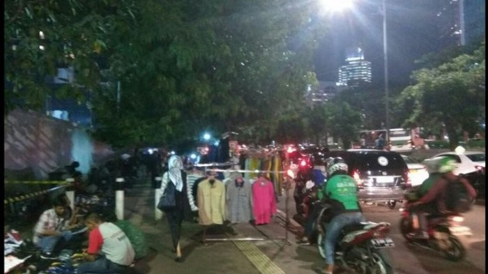 Activist criticizes Jakarta's move to allow hawkers on sidewalks
