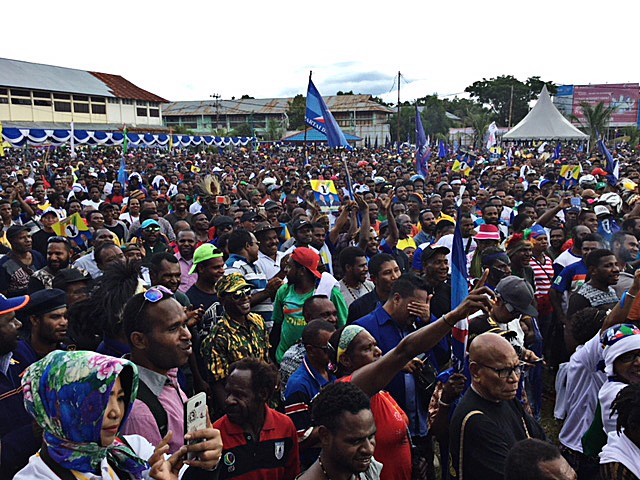 Enthusiastic: Thousands of people show their support for Papua governor and deputy governor candidates Lukas Enembe and Klemen Tinal (Lukmen) in a campaign event at Theys Hiyo Eluay square in Sentani, Jayapura, Papua, on Thursday