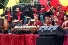 Gamelan musicians play their instruments to accompany the dance. JP/Maksum Nur Fauzan