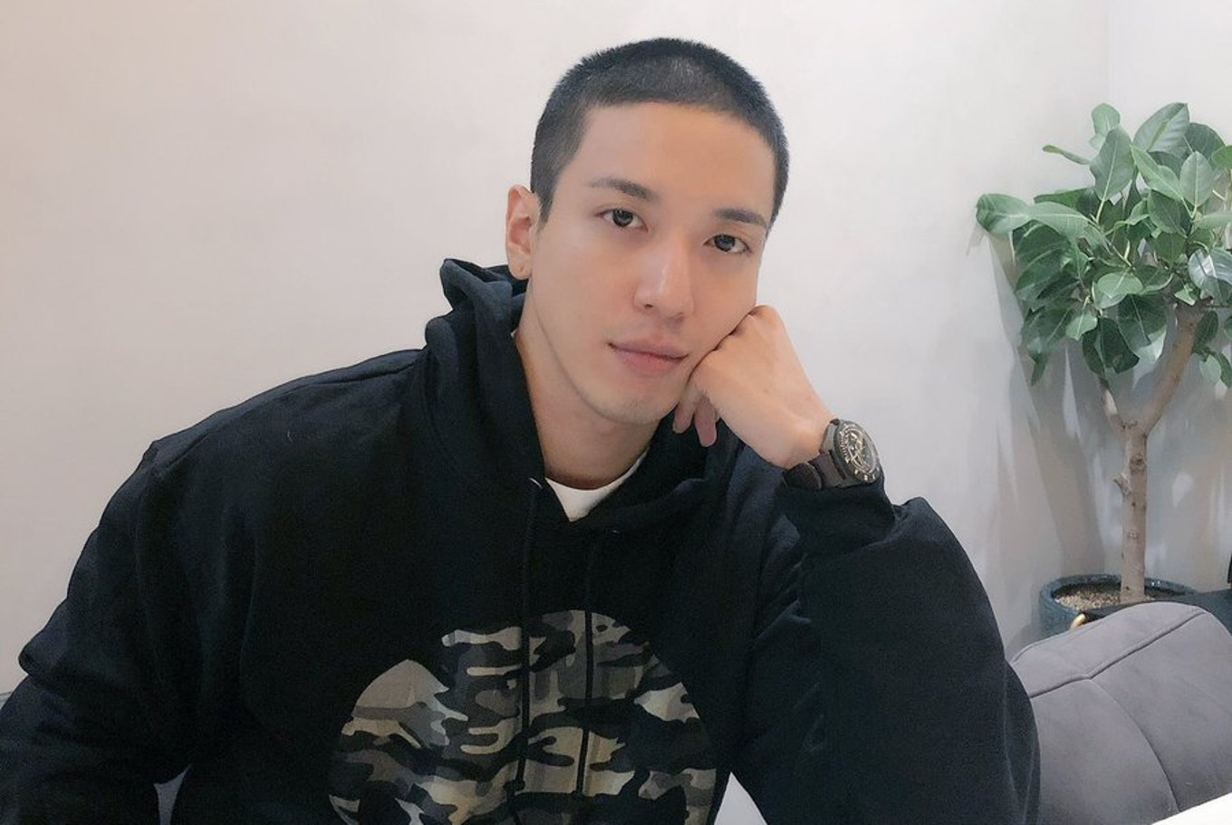 Embattled Jung Yong-hwa joins military - Entertainment - The