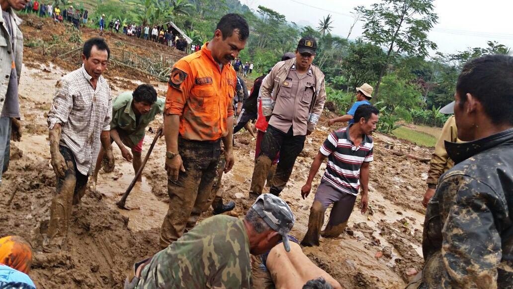 Mudslide buries two in West Bandung
