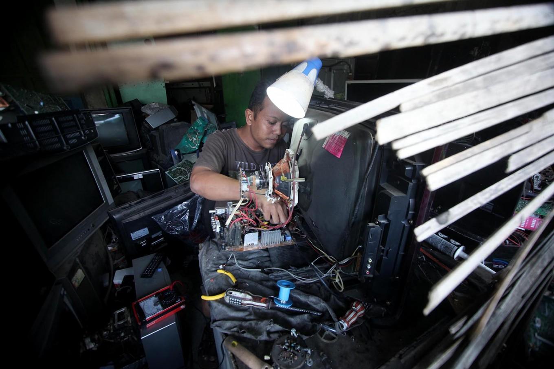 Broken TV sets pile up in Sugeng's workshop. JP/Boy T. Harjanto