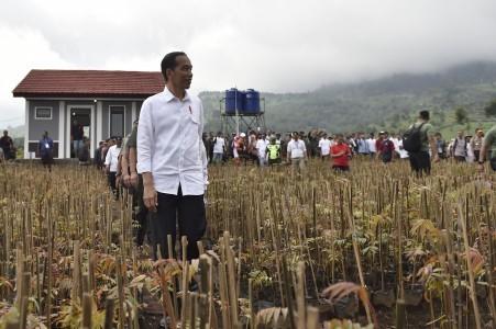 Jokowi fumes over persistent PKI rumor