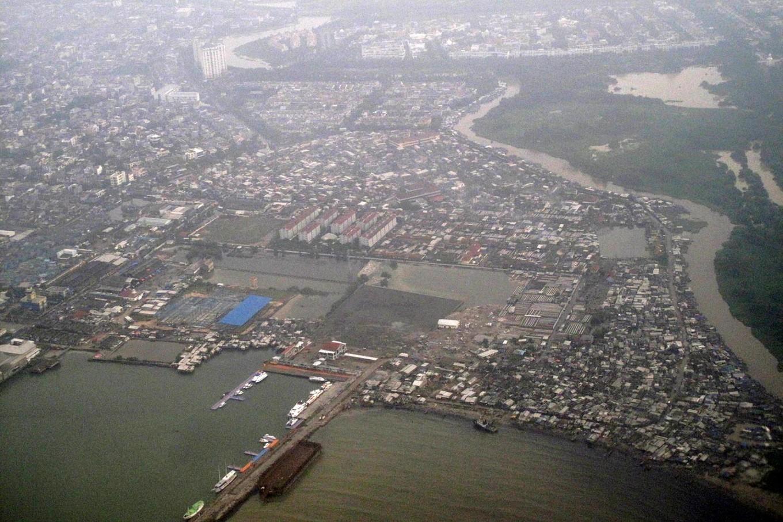 Hailstorm hits Jakarta following heavy downpour