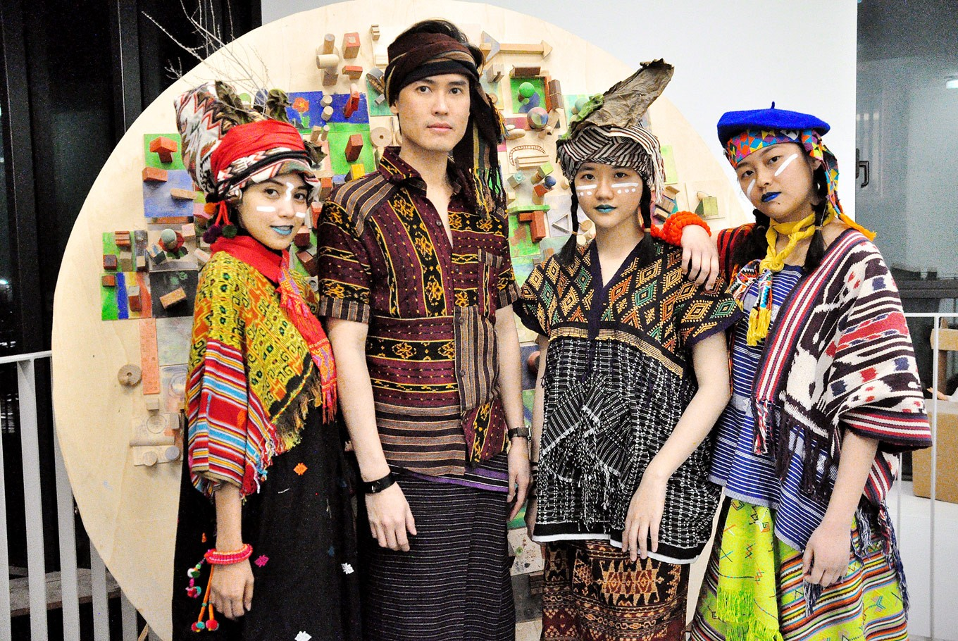 Promoting traditional fabric in backpacker fashion