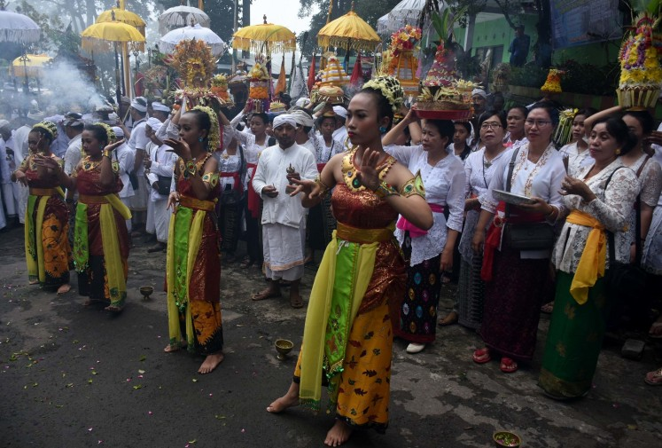 A traditional dance welcomes participants at the Jolotundo temple, Mojokerto.