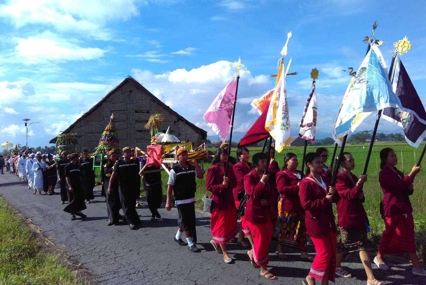 Hindus walk for about two kilometers from Tirta Buwana temple to Umbul Geneng in Klaten, Central Java, on Sunday, March 11.
