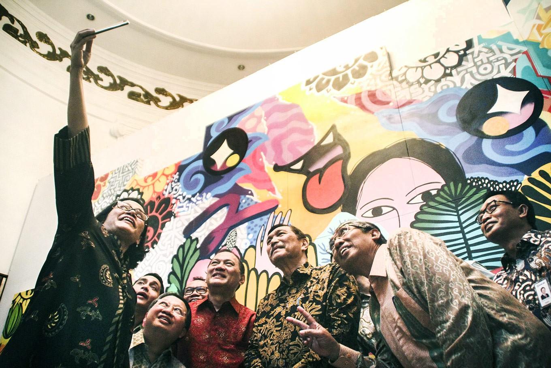 Mural artists showcase multidimensional indonesia art for Mural indonesia