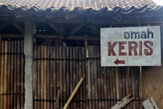 "A wooden board sign reads ""Omah Keris"" (House of Kris) in front of Bandi's workshop. JP/Maksum Nur Fauzan"