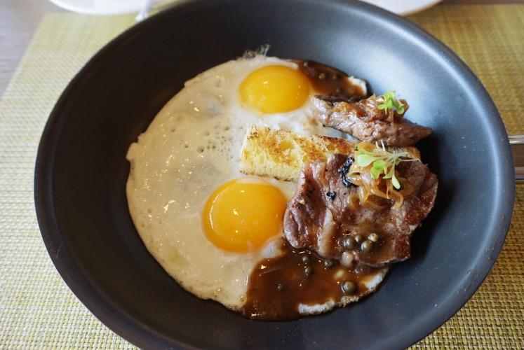 'Steak and Egg', one of the recommended breakfast dishes at Yogyakarta Kitchen restaurant at Yogyakarta Marriott hotel.
