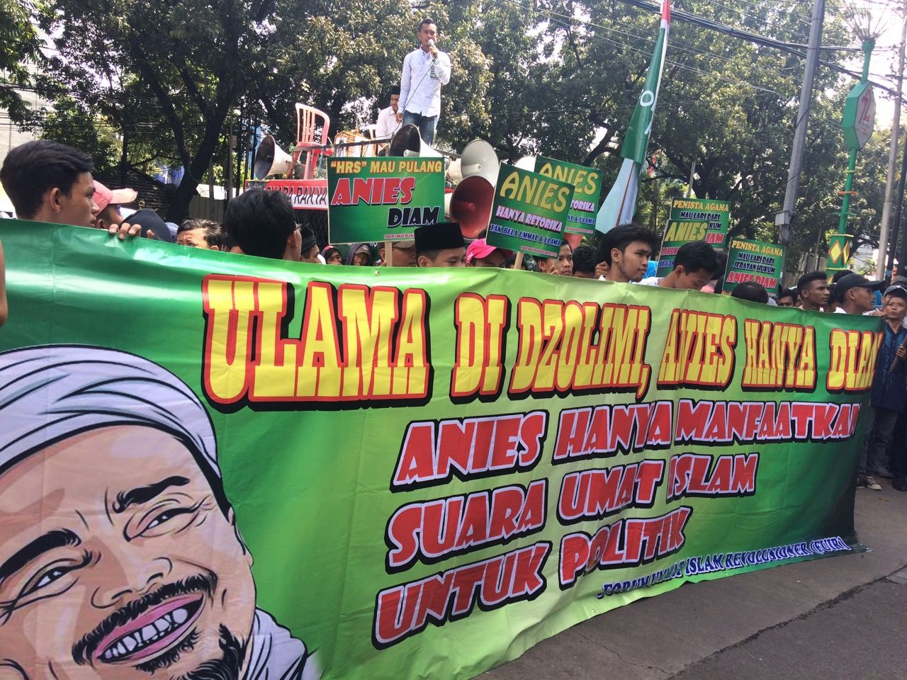 Rizieq supporters demand Anies step down