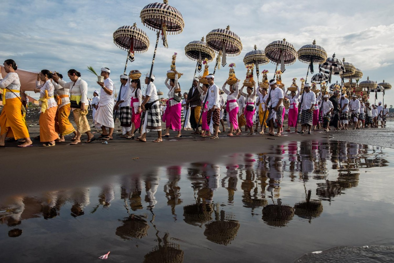 It takes a village: Balinese Hindus walk along Lembeng Beach in Gianyar during the Melasti purification ritual on March 14.JP/Agung Parameswara