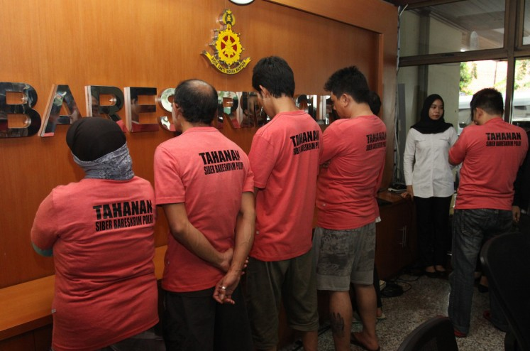 The National Police's cybercrime unit presents suspects accused of involvement in the Muslim Cyber Army on Feb. 28. The six belong to a Whatsapp group called Family Muslim Cyber Army, which is accused of producing hate speech.