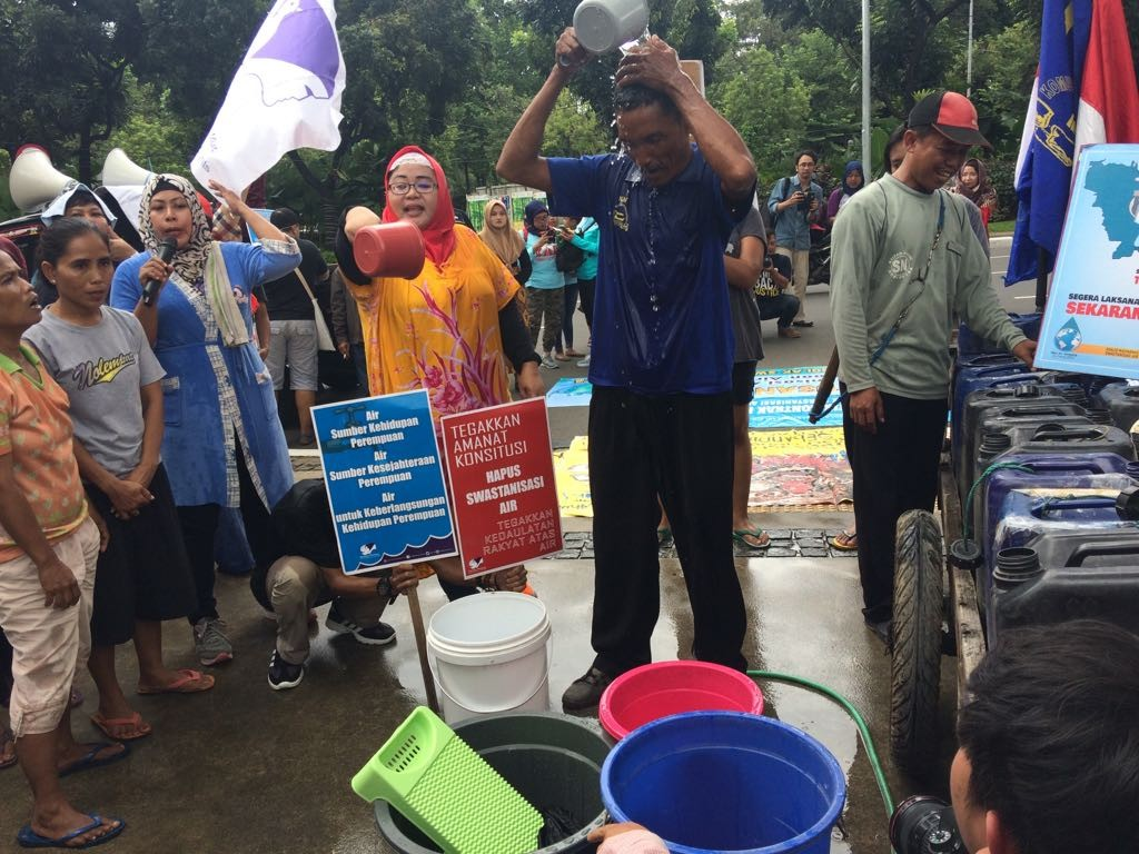 Jakarta to take over water management from Aetra, Palyja despite court decision