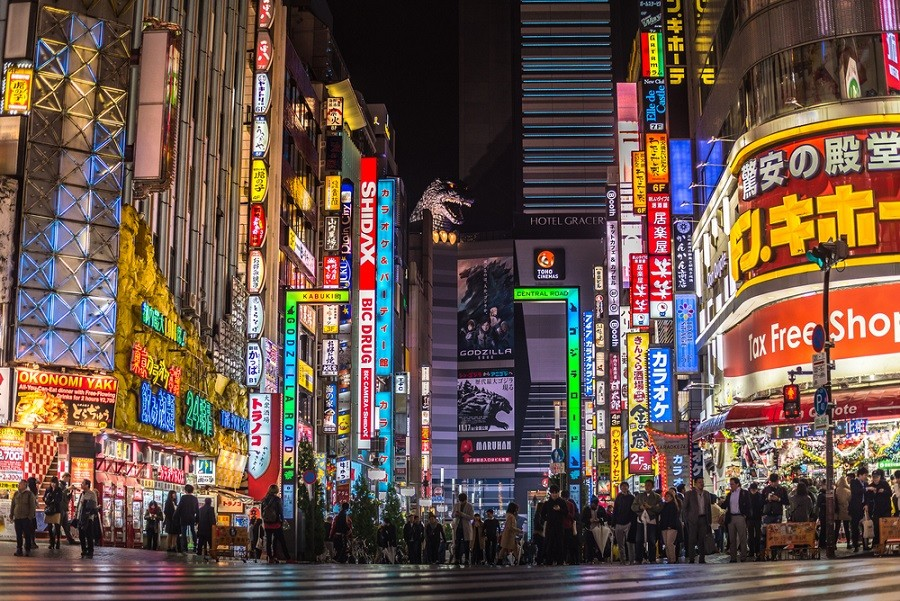 Tokyo looks to entice foreign tourists to spend, enjoy nightlife