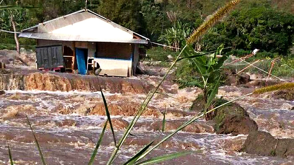 Floods in North Sumatra force hundreds from their homes
