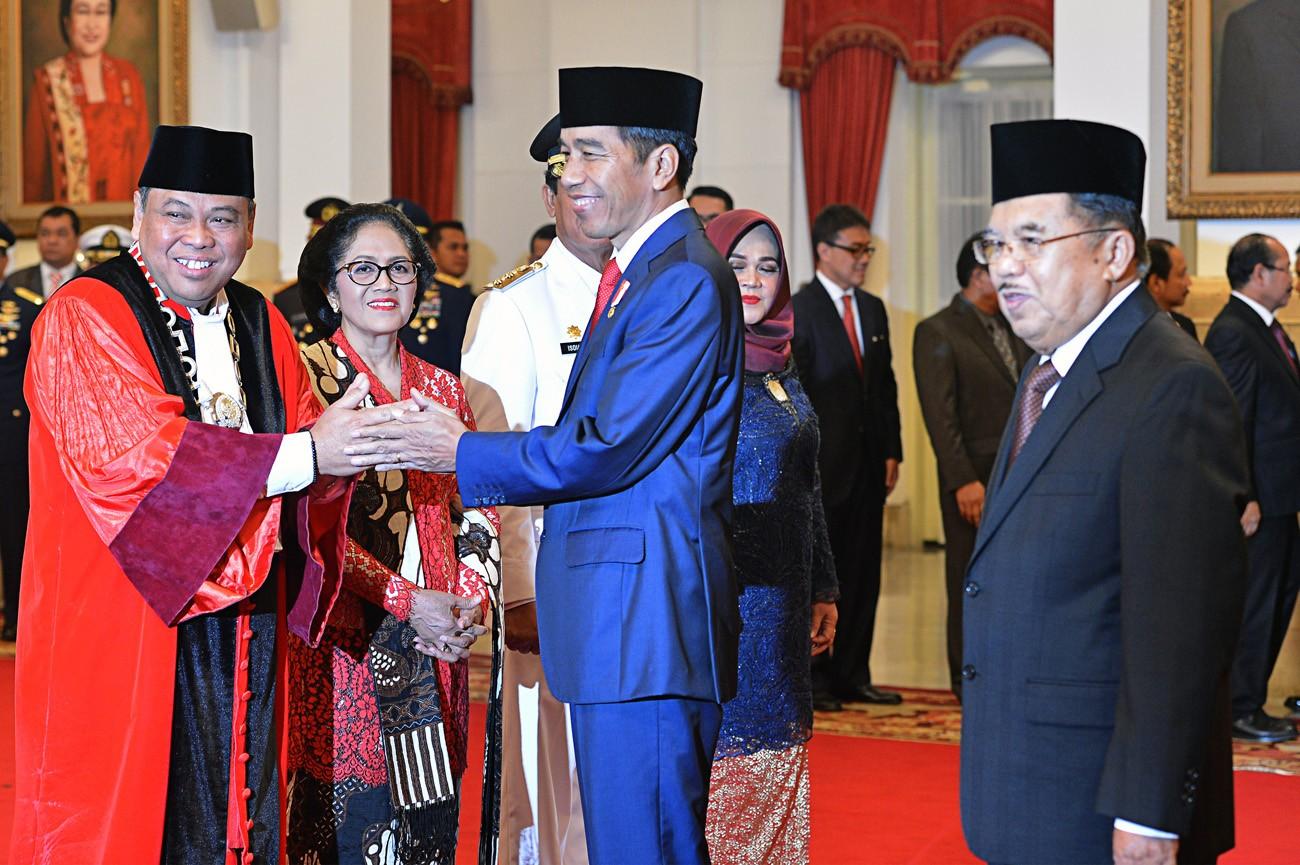 Arief Hidayat inaugurated as Constitutional Court judge despite criticism