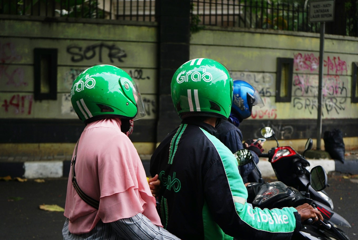Grab call center employees allegedly steal Rp 1 billion from drivers