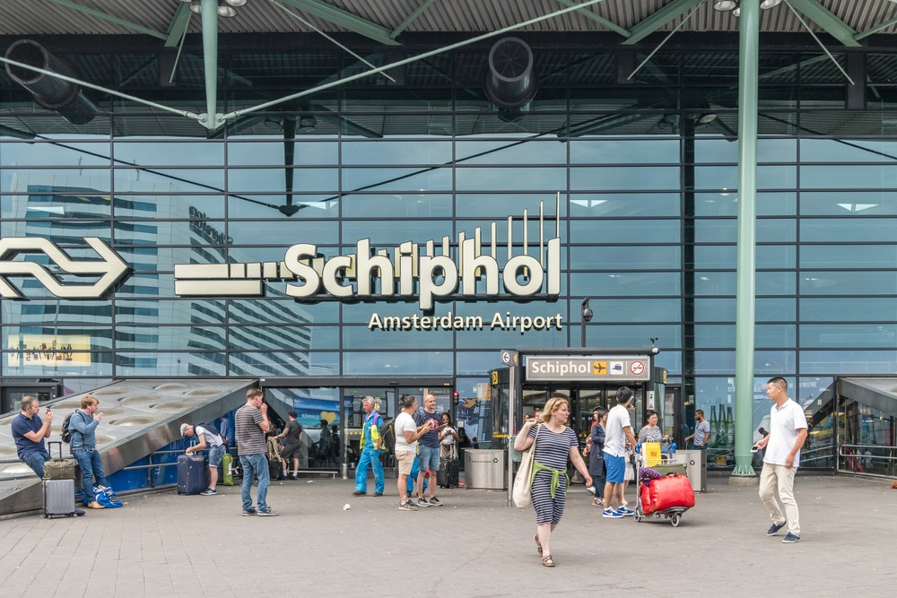 Power cut temporarily shuts Amsterdam's Schipol airport