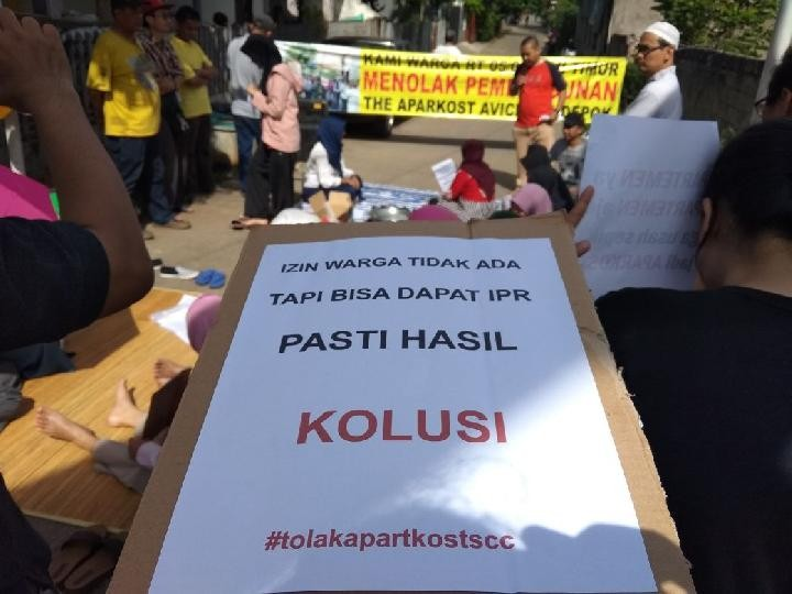 Depok residents block road in protest against apartment construction