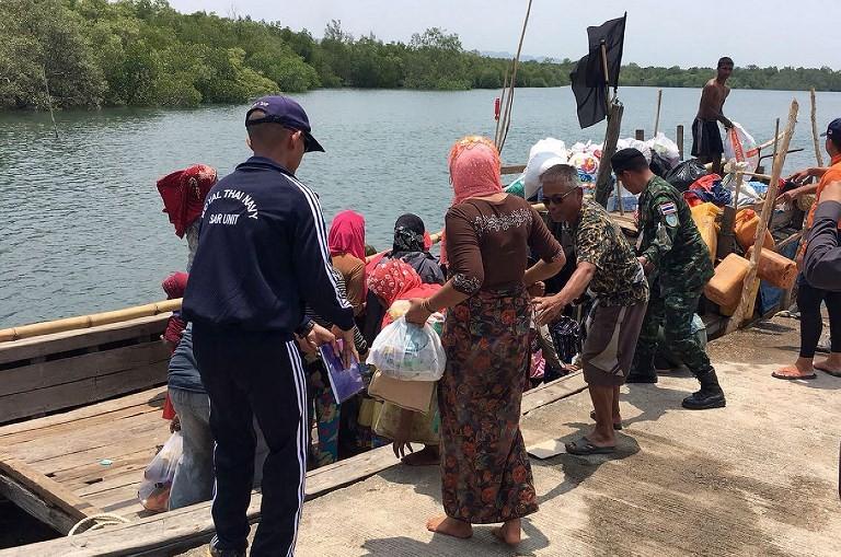 Boat carrying Rohingya stops on Thai island