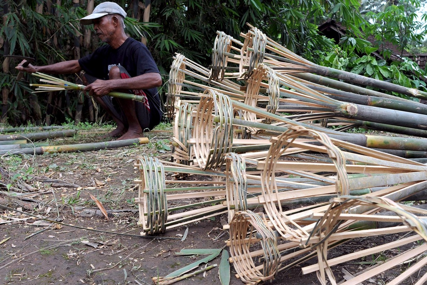 A villager makes torches from bamboo for the Kapundhan Udan festival. JP/Magnus Hendratmo