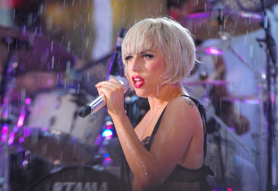 Lady Gaga covers Elton John's 'Your Song'