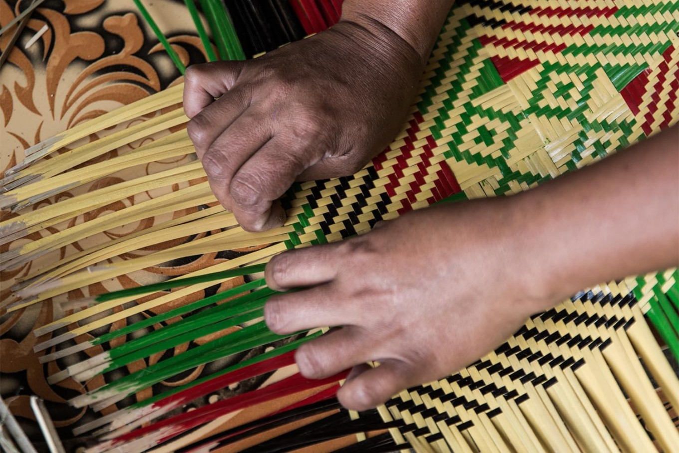 Photo Weaving A Challenging Life Through Bamboo In